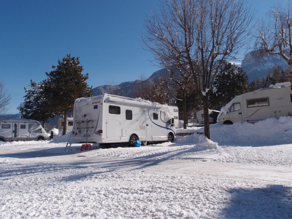 Conduire sur la neige en camping-car.