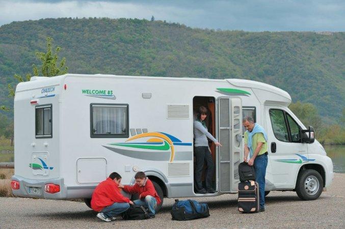 Voyager en camping-car avec des enfants.